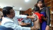 Sóc Trăng: Bé gái có khối u hình mai rùa ở lưng