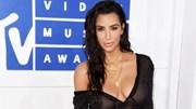 """Cô Kim """"siêu vòng 3"""" diện đồ ngủ xuyên thấu lên thảm đỏ MTV Awards 2016"""