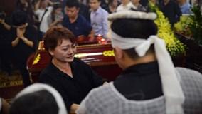 Đẫm nước mắt trong đám tang nghệ sĩ Hán Văn Tình