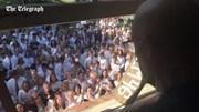 400 học sinh hát tặng thầy giáo bị ung thư