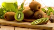 Da trắng mịn khó tin với detox từ kiwi