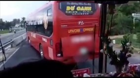 Hành khách hoảng loạn vì xe khách đánh võng, chặn đầu không cho xe phía sau vượt