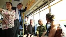 Các đại sứ EU hào hứng trải nghiệm đi xe buýt tại Hà Nội