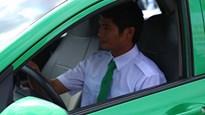 Tài xế Phan Văn Bắc nhận xe ô tô 450 triệu đồng