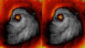 """Hãi hùng khoảnh khắc máy bay lao thẳng vào tâm bão """"quái vật"""" Matthew"""