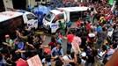 Xe cảnh sát Philippines đâm thẳng vào người biểu tình trước đại sứ quán Mỹ