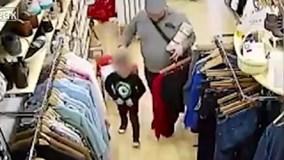 Lộ mặt người đàn ông dùng bé 5 tuổi trộm smartphone trong shop