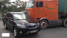 Liên tiếp xảy ra tai nạn, xa lộ Hà Nội ùn tắc nghiêm trọng
