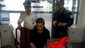 Khách Trung Quốc ăn trộm 400 triệu đồng trên máy bay từ TPHCM đi Đà Nẵng