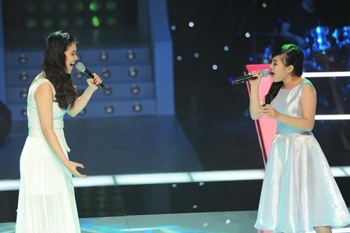 The Voice: Nghe Khánh Ly, Cẩm Tú hát