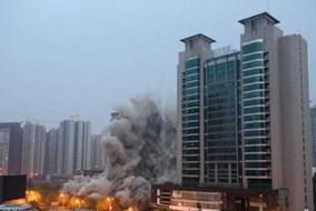 Đánh sập nhà 27 tầng xây trái phép trong tích tắc