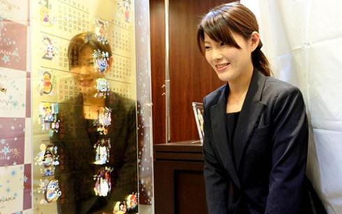 Nhật Bản ra mắt bộ lịch năm 2017 bằng vàng ròng - Ảnh 1.