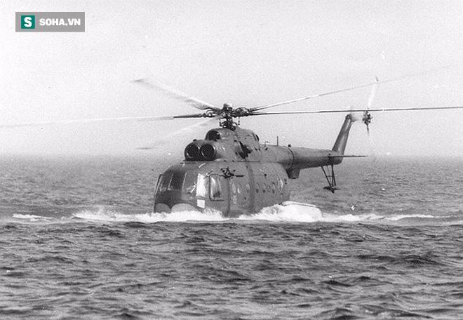 Đọ cánh với mặt nước, trực thăng săn ngầm Mi-14 phải chịu cái kết đắng lòng - Ảnh 1.