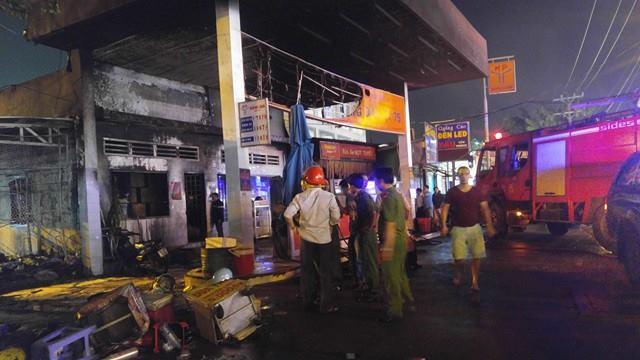 Cháy nổ lớn ở cửa hàng xăng dầu Sài Gòn
