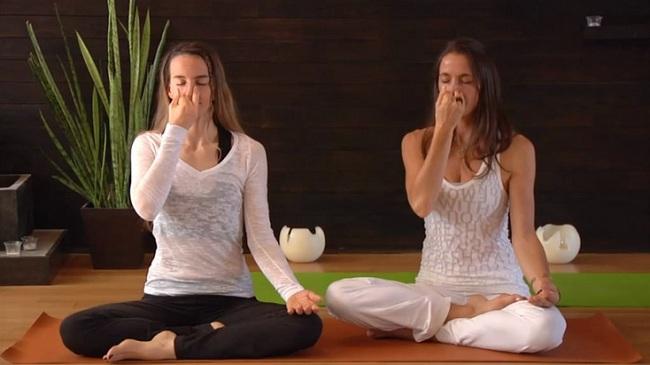 Image result for tập hit thở yoga đúng cách