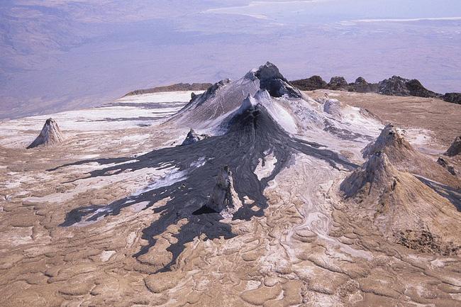 Ngã vào dung nham vẫn có thể sống sót - điều xảy ra duy nhất tại ngọn núi lửa lạnh nhất thế giới này - Ảnh 2.