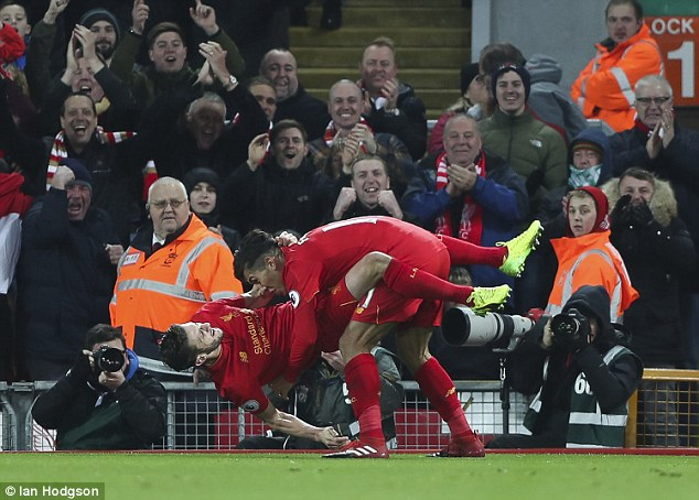 Màn ăn mừng quái đản của bad boy Liverpool bị chọc ngoáy - Ảnh 3.