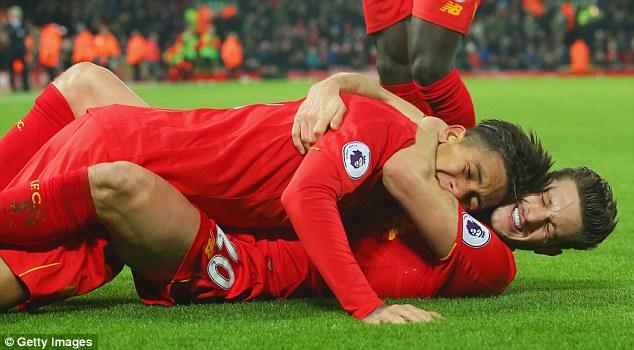 Màn ăn mừng quái đản của bad boy Liverpool bị chọc ngoáy - Ảnh 4.