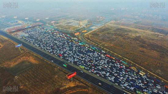 Tuyến đường cao tốc dài 2,2 km chạy giữa Bắc Kinh và Thâm Quyến và nối với các thành phố lớn khác tại tỉnh Hà Bắc, Hà Nam và Quảng Đông.
