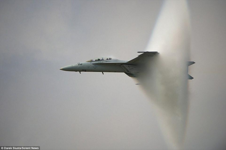 """F-16 dùng """"bom âm thanh"""" cứu mạng đặc nhiệm Anh ở Iraq - 3"""