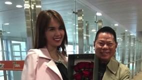 Hoàng Kiều cười tít mắt đón Ngọc Trinh tại sân bay Thượng Hải