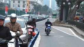 BRT đi thênh thang trên đường HN nhờ dải phân cách cứng