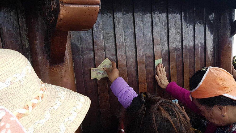 Thi nhau dùng tiền mài nhẵn chùa Đồng Yên Tử