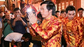 Người dân tấp nập tới lễ nhà thờ tổ nghề của Hoài Linh
