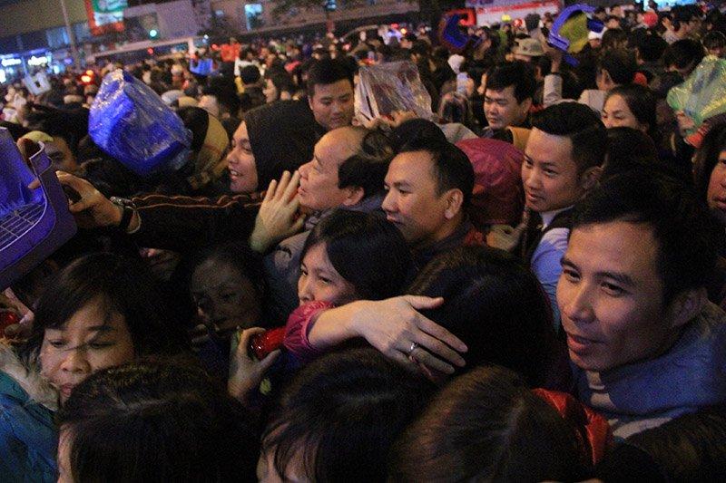 Hỗn loạn cướp lộc tại chùa Phúc Khánh