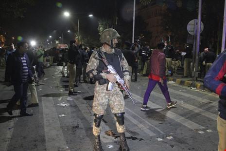 Đánh bom tự sát tại Pakistan, 13 người thiệt mạng - ảnh 1