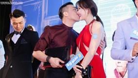 Trấn Thành và Hari Won không thể ngừng hôn nhau bất chấp chốn đông người
