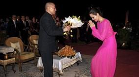 Angelina xuất hiện rạng rỡ, cùng các con diện kiến đức vua Campuchia
