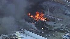 Máy bay lao vào tòa nhà thương mại, nổ tan tành trong khoảnh khắc