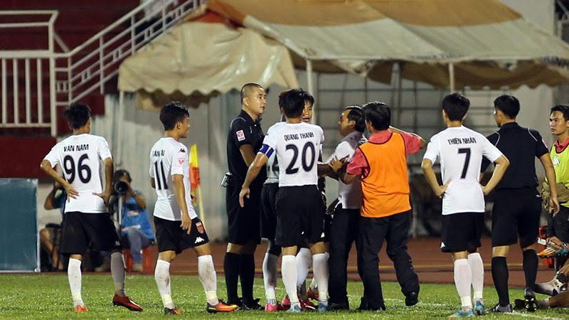 Sân Thống Nhất, CLB Long An, V-League, trọng tài, VFF
