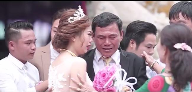 Clip: Xúc động khoảnh khắc người cha rơi nước mắt trong ngày con gái lên xe hoa - Ảnh 6.