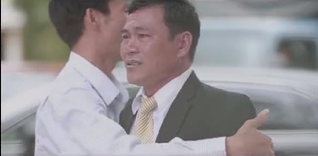 Clip: Xúc động khoảnh khắc người cha rơi nước mắt trong ngày con gái lên xe hoa - Ảnh 7.