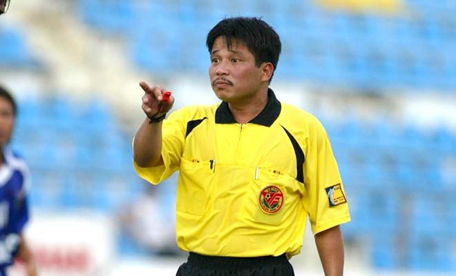 Cựu trọng tài Dương Mạnh Hùng chỉ ra những hạn chế của trọng tài Việt Nam. Ảnh: VSI.