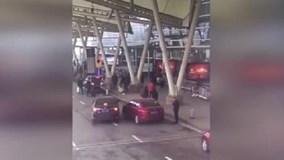Nữ tài xế lao ôtô vào đám đông, húc người đàn ông bay văng khỏi lan can
