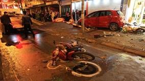 """Camera ghi lại cảnh xe """"điên"""" đâm 10 xe máy ở Hà Nội, 6 người bị thương"""