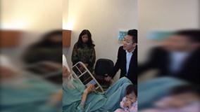 Tùng Dương xúc động hát tặng thầy Văn Như Cương bên giường bệnh