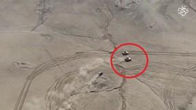Xe bom IS rượt đuổi thiết giáp Iraq đầy kịch tính trên sa mạc