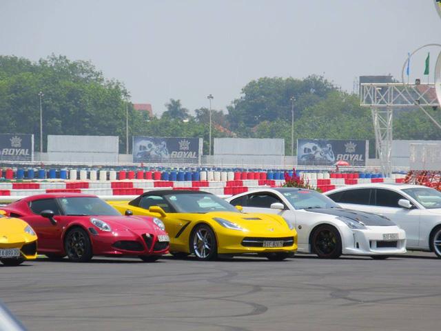 Nữ tay đua đốt lốp Chevrolet Corvette C7 Stingray mui trần tại trường đua 2.000 tỷ Đồng của Dũng lò vôi - Ảnh 3.