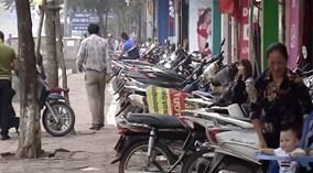 Hà Nội: Quận lý giải về vạch kẻ uốn lượn phân chia vỉa hè