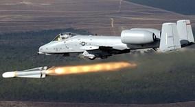 """Xem """"Lợn lòi"""" A-10 Mỹ diệt xe bọc thép bằng bom laser"""