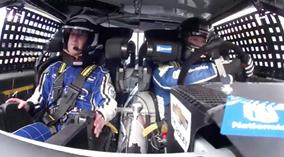 Ông chủ Facebook sợ bạc cả mặt khi lần đầu đua xe