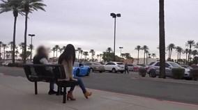 Cô gái để quên ví trên ghế và phản ứng của mọi người sẽ khiến bạn chết lặng