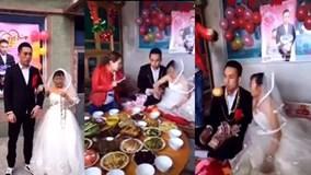 Cô dâu già quăng cả khay tiền hòng dụ dỗ chú rể trẻ