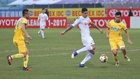 """Hậu vệ FLC Thanh Hóa """"dâng"""" 3 điểm cho Hà Nội FC"""