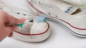 Đánh bay vết bẩn trên giày với mẹo hay đơn giản