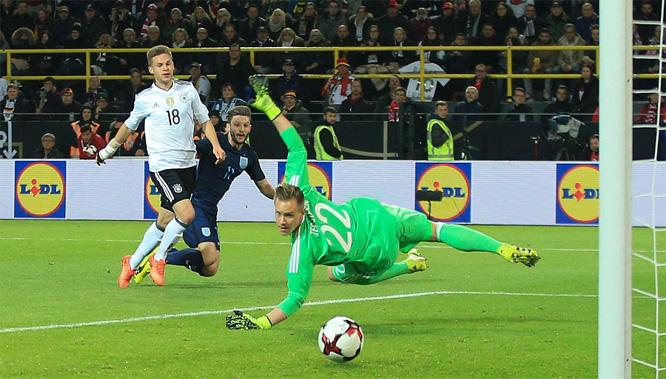 ĐT Anh, ĐT Đức, Podolski, giao hữu
